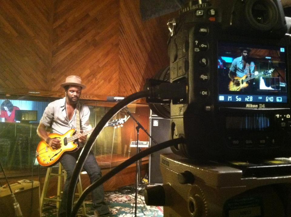 "Warner Live Room: Gary Clark Jr – ""Numb"""
